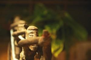 HAZ_détail piroguiers sculpture